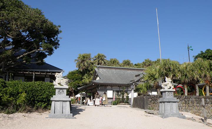 青島神社の本殿入口