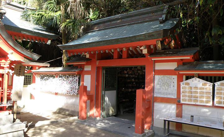 青島神社の本殿右手