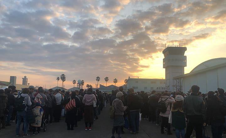 新田原航空祭の保安検査待ち
